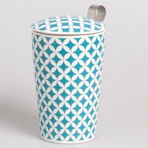 """Die Porzellantasse """"May Lin lux"""" wird mit einem Teesieb und einem passenden Deckel geliefert."""