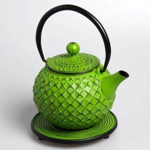 Die kostbare Teekanne aus Gusseisen ist perfekt für entspannte Momente voller Geschmack.